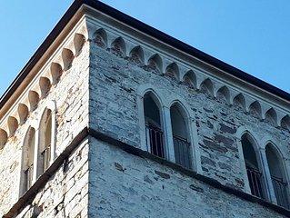 Casaforte Bevilacqua  Torre medioevale sul lago più romantico d'Italia
