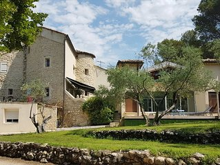Bastide à 5 min d'Avignon 800 m² Piscine chauffée Jacuzzi de 6 à 22 personnes