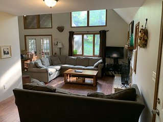 Very Large House - Fireplace, Game Room, WiFi and Jacuzzi Tub