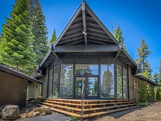 Modern home w/ views of slopes - walk to Lake Tahoe & easy access to skiing!