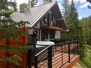 3Br 2Ba Mountain Modern Cabin on the Blue River