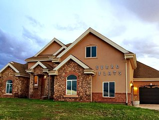 Up to 12 Guests in Kanab's 2nd Largest Home! 6 Bedrooms 6.5 Baths, Country, View