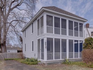 'MAYFLOWER COTTAGE' in Saybrook Manor, 2 blocks from beach!  PRIME WEEKS AVAIL