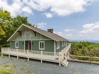 Alpine Lodge -Between Boone & Blowing Rock! Great view, 2 Kitchens, fire pit