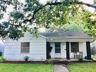 Heights Area Near NRG, Med Ctr⭐️Pet Friendly⭐️large backyard