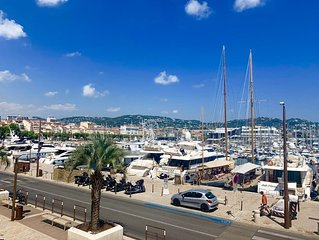 Luxury 2 bedroom apartment with views of the old port of Cannes