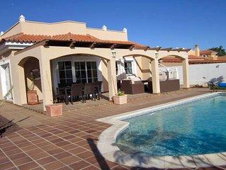 Luxury four bedroom villa, salt water heated pool,overlooking golf course,WIFI
