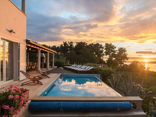 Beachfront villa wt heated infinity pool, jacuzzi, seaview terraces &eco gardens