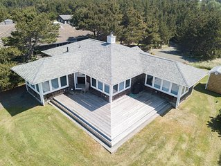 Bk 2/Get 2 FREE! Private Beach Path, Pets, Fireplace, large deck, bbq(Heron)