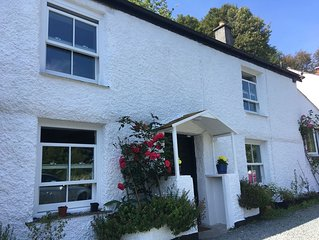 1700s cob cottage - private parking. 1 min walk to dog friendly beach/tavern