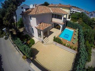 Villa KRK : maison exclusive 4****, piscine chauffee, 150m de la mer, vue mer