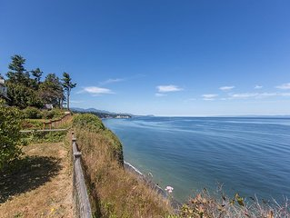 Amazing views of the Strait of Juan de Fuca, migrating whales and eagles.