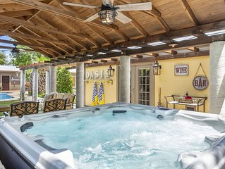 Absolutely Charming Oasis Retreat, 3/3 Beautiful Cottage, Pool and Hot Tub!