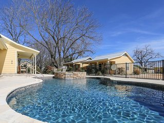 Absolutely Charming Half Penny Cottage, King Bed, Hot Tub/Pool Access!