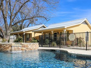 Absolutely Charming Main St Retreat Social Goat, King Bed, Hot Tub/ Pool Access!
