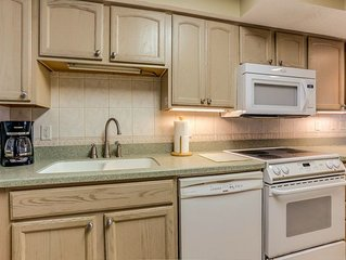 Top Floor 3 Bed/2 Bath Oceanfront condo, remodeled kitchen with a W/D in the uni