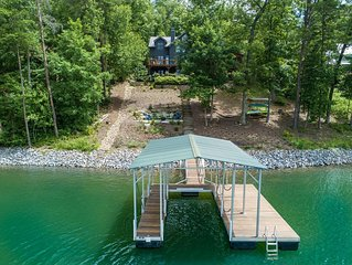 A luxury lakefront cabin on Lake Nottely near Blueridge Georgia
