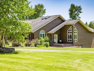 Gorgeous and Spacious Home on 20 Acres, mins from Glacier Park & Whitefish