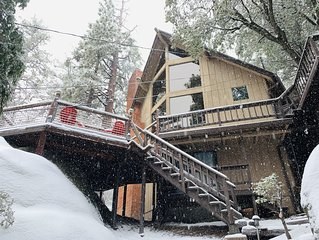 Rustic Luxury Retreat, 2 King suites, Hot Tub & Theater Room
