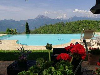 Barga -cottage & barn 6 hctres of land, private pool, WIFI , stunning views!