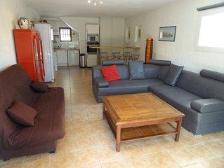 appartement T3 en RDC avec terrasse a 350 M De La plage des Lecques , SPA offert