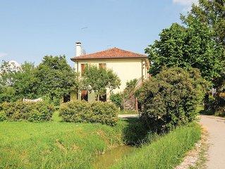 3 Zimmer Unterkunft in Mestre -VE-