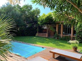 Maison de ville calme avec jardin ombragé, jacuzzi, clim, verrière, tonnelle