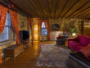 Rare River Street w/Balcony, Historic, Luxury, Affordable, 2/2, Loft STVR00088