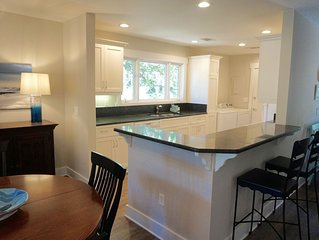 Greenslake Cottage with community pool, renovated kitchen & baths!