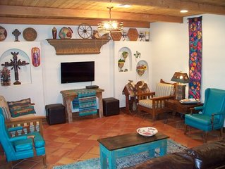 NEW LUXURY IN TOWN RETREAT/CANTINA/FIREPIT/Favorite for Groups Getaways