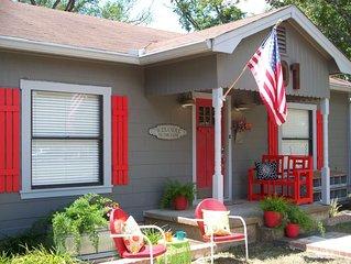 Farmhouse Retreat/ #1 FOR GROUP GETAWAYS/IN TOWN W/ACREAGE/UNIQUE DECOR!