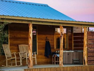 Absolutely Charming Hill Country Cabin WTO The Hideout, Hot Tub, Full kitchen!