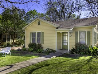 Absolutely Charming Ellas Cottage, 2/1 Cottage, Hot Tub, In Town!