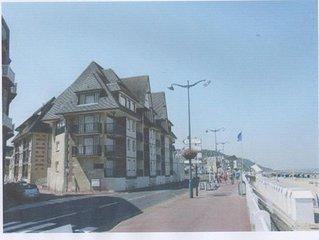 Appartement  design, lumineux situé à 30 m de la mer et 100 m du centre ville