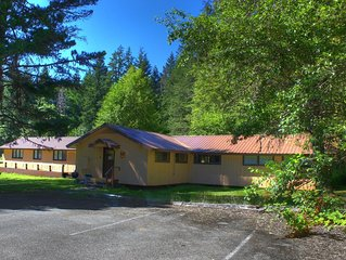 NEW! The Bunkhouse * Historic Packwood Station- Wifi/Pets OK! Great for Groups!