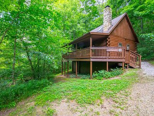 Cozy creekside cabin with 2 bedrooms. Close to Conkle's Hollow!