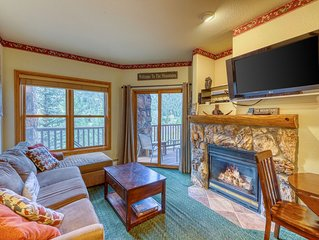 Walk to the slopes, amazing ski area views, shared hot tubs too!