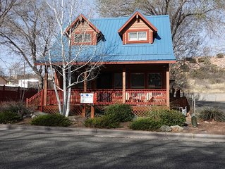 Charming 1 BR  Chalet, 2 blocks from Square - APRIL IN PRESCOTT (May too) OUI !!