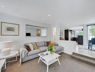 Executive Townhouse across the park to Wynyard Qtr
