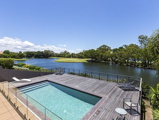ESCAPE * THE COVE Stunning lakeside home!
