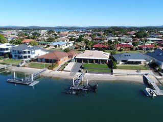 Family Tides, Waterfront Home in Yamba