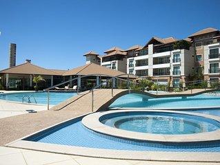 Apartamento de luxo no Centrinho do Porto das Dunas próximo ao Beach Park