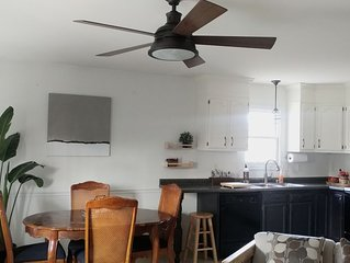 Clean Bright Trendy Three bed, Two bath Home