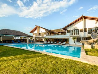 Contemporary Mansion, 13,000 sq. feet, Swimming Pool & Jacuzzi, Walk to Tennis C