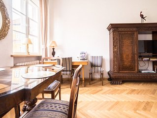 spacious Two-bedroom Apt in historical OLD TOWN