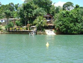 Espetacular casa na Ilha do Araujo em Paraty de frente para o mar