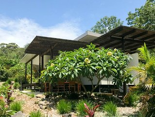 Escape the world, relax and unwind at The Lily Pad at Byron. Ideal for couples.