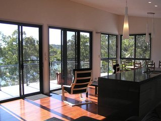 Grasstrees ~ a luxurious treat. Kayaks~Views~Wi-Fi~BBQ~Pet friendly~Relaxation !