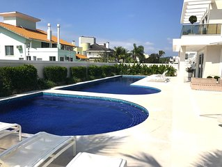 Amazing house with 5 suits, 2 pools and elevator in the most exclusive condo!