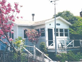 Sea Capt's Cottage, Steps to ocean